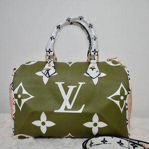 Louis Vuitton 11.8 x 8.3 x 6.7 Green White